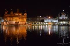 Amritsar - El Templo de Oro - Vista Derecha de Noche