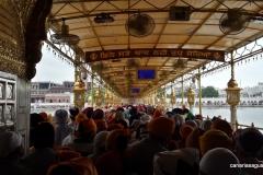 Amritsar - Templo de Oro - Haciendo cola para entrar (2)