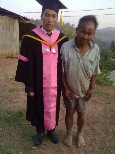 Hijo de un campesino pobre graduado universitario