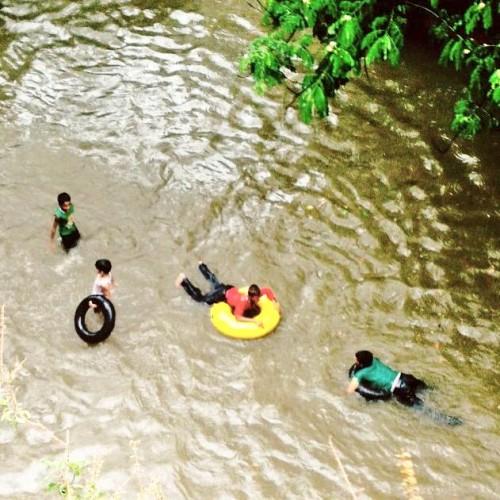 Vamos a la piscina? Mumbai Inundaciones