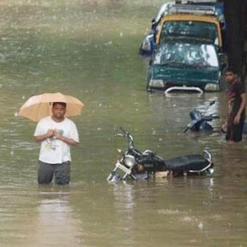 Paseando en las inundaciones de Mumbai