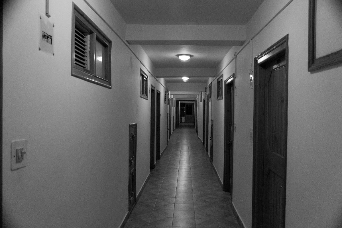 pasillo del hotel en manali