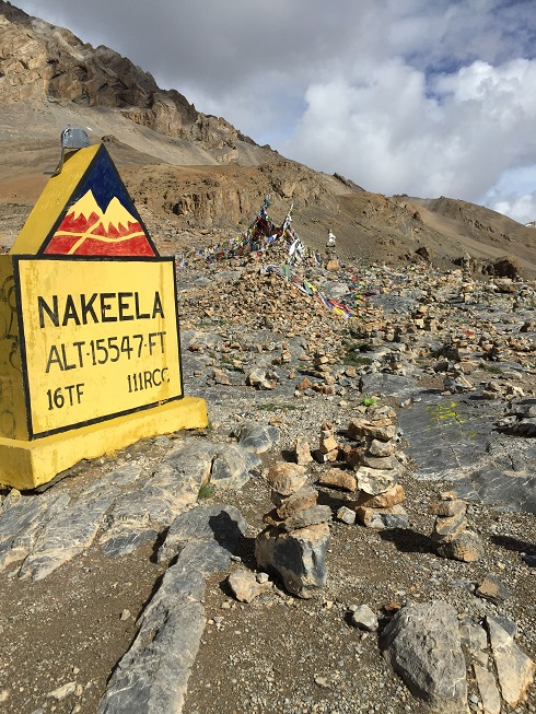 Nakeela Pass a 15547 Pies