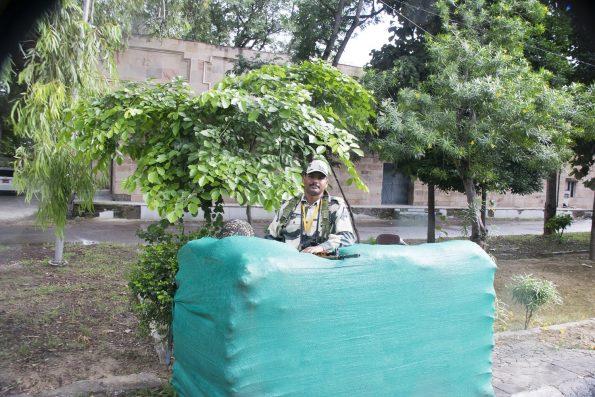 soldado en wagah en patrulla