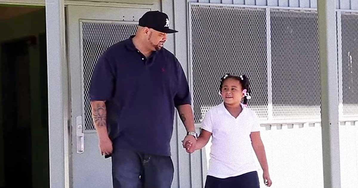 Padre canta cancion anti-acoso