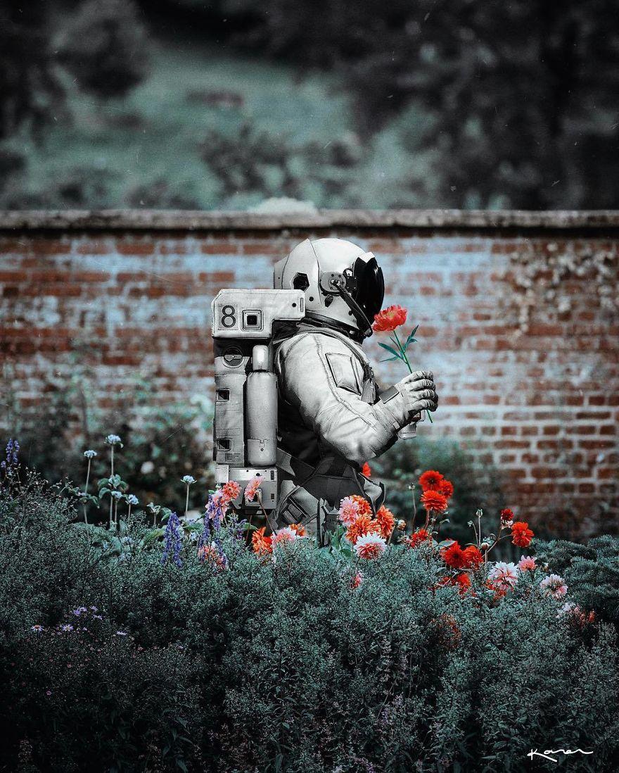 Astronauta con flores
