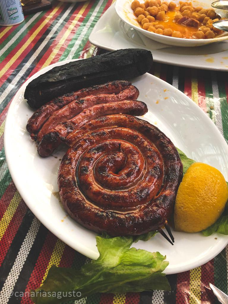 combinado de carne a la brasa canaria en el restaurante el cordero