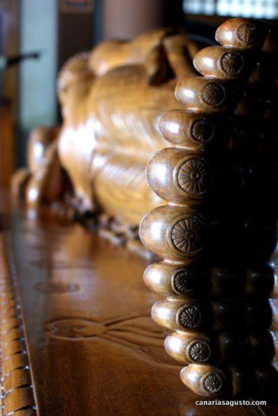 7 maravillas del budismo - piernas del buda