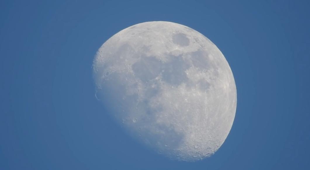 La Luna Nikon P900 83x