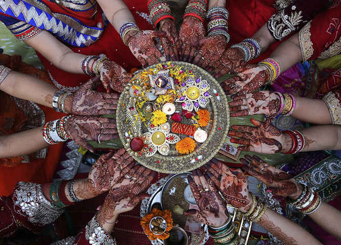 Teejdi - Festivo Sindhi - El Tercer Dia despues de la luna llena